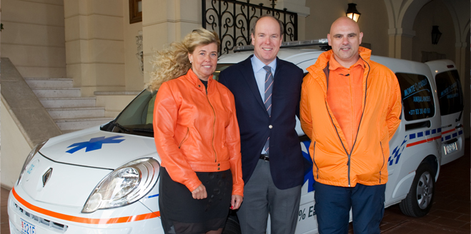 official picture with HSH Prince Albert II, the MC Ambulances team and the first 100% electric ambulance